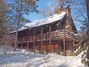 3 BR, 2 BA log home